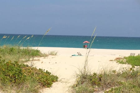 2 /2 condo on the beach 2 month min - Palm Beach Shores - Appartement