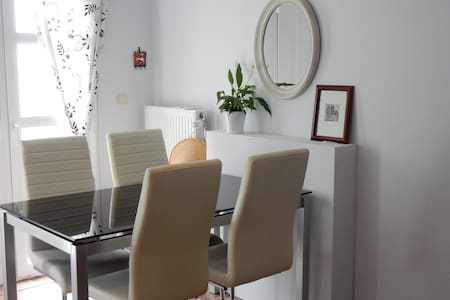 Self-contained apt GF green area free P/INT fast - Uccle - Társasház