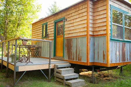 Garden Caravan - Tiny House. Close to town & lake - Kulübe