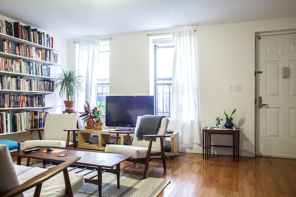 Relax at our 2BR duplex + backyard