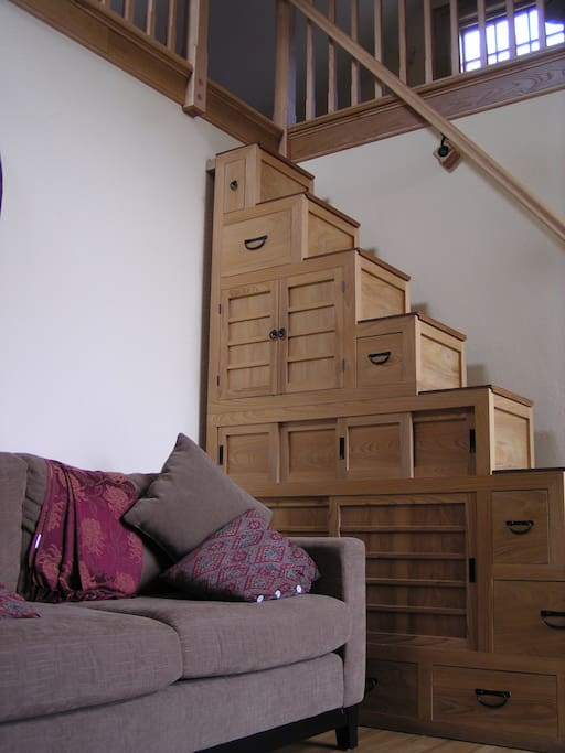 Kaidan Tansu to the loft and full-size futon bed....some steps above it all!