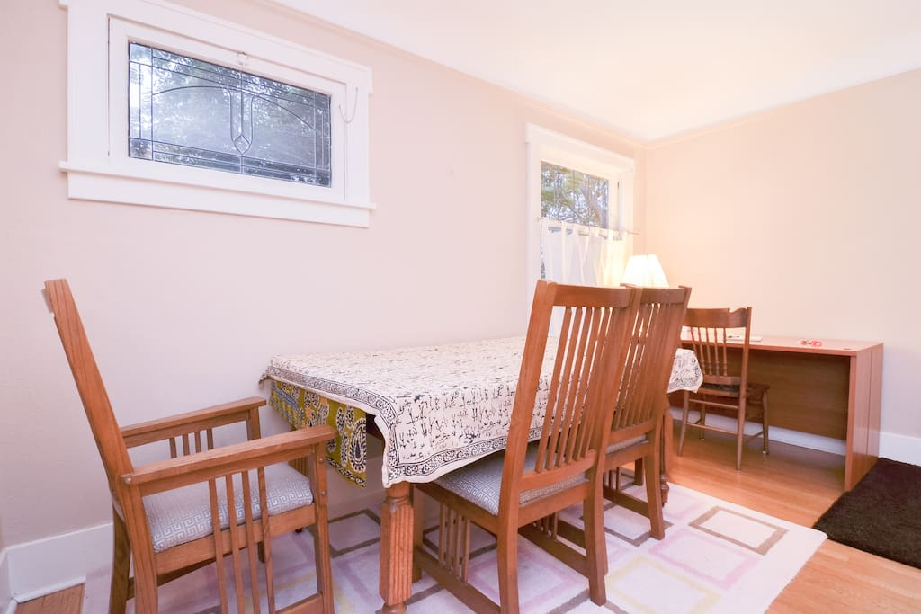 Open floorplan with living room and dining room together, for larger get-togethers