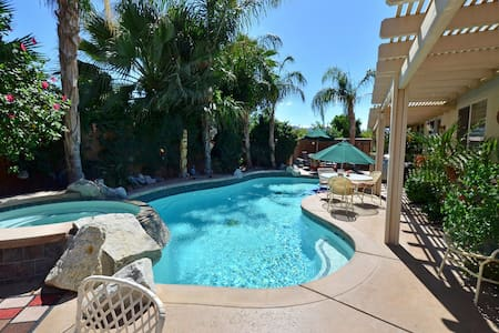 Private 3rd room in Indio with pool - Ház