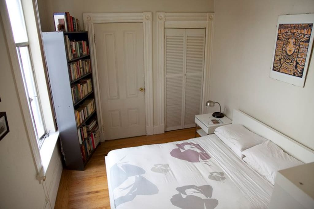 12-Noon    Bedroom (Old picture, new duvet cover and pillows await you)