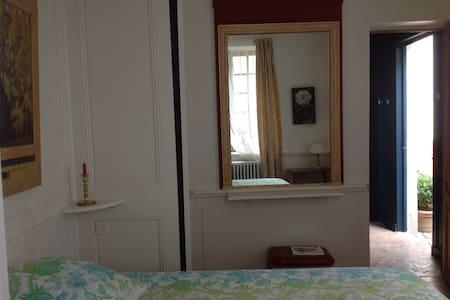 Une chambre calme en plein centre - Rouen - Bed & Breakfast