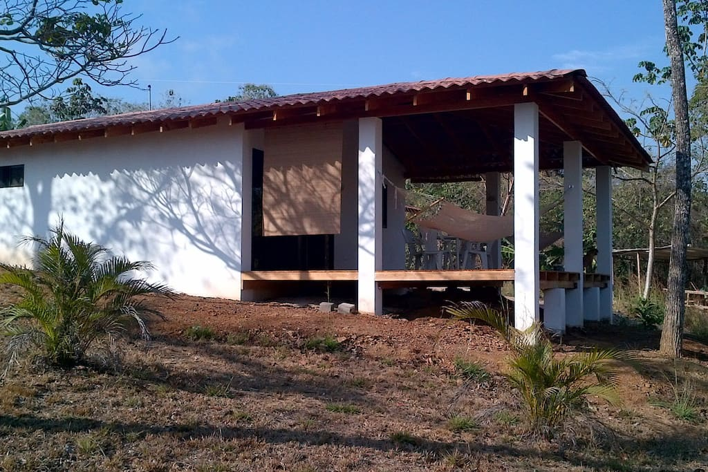 1 BR House A/C 500 m to Montezuma