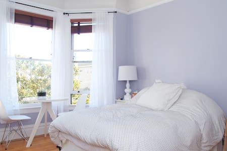 1 bdr/1 bath castro view apartment