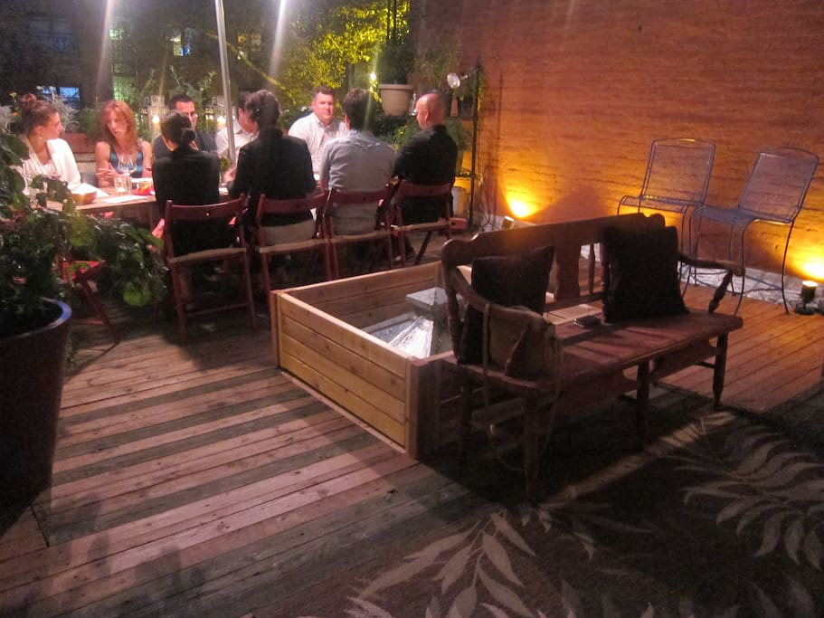 A dinner party on the deck...