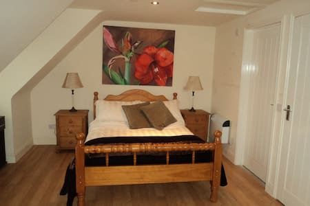 Charming self contained studio flat - West Sussex
