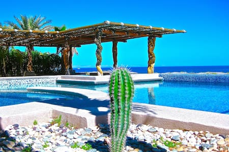 BEACHFRONT Villa Estrella de Mar