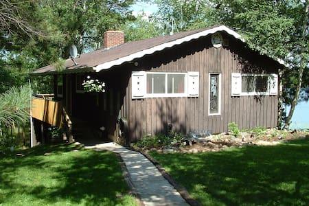 Private Lakeside Cabin on 13 Acres - Casa