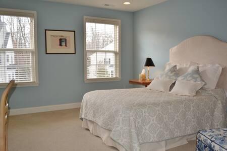 Large Comfortable Bedroom and Bath - Sorház