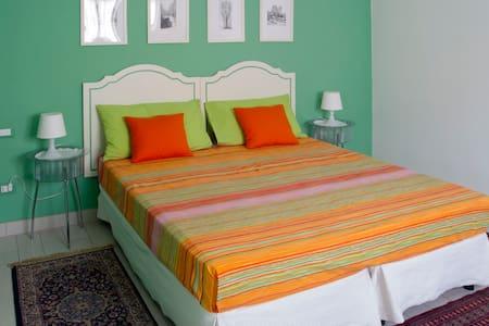Colorful studio with free WiFi - Corbetta