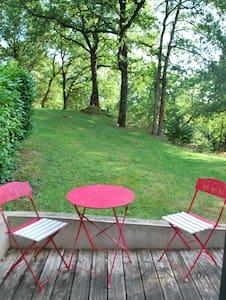 chambre indépendante avec terrasse - La Bruffière - Bed & Breakfast