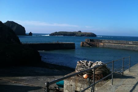Beautiful Harbour location apmts all with a view - Mullion