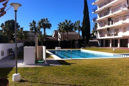 Apto. Acogedor con piscina y playa - Roda de Berà - Apartamento