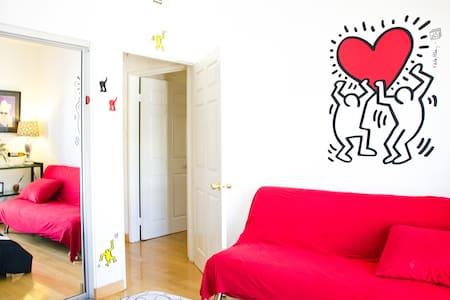 Private Bedroom & Bathroom in the Heart of LA! - Los Angeles - Apartment