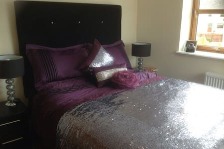 * Exec 2 BR APT parking for 4 wifi - Aberdeen - Appartement
