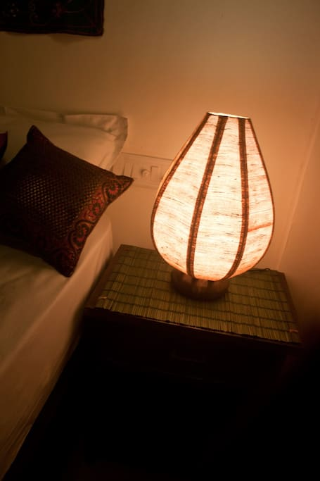 Room 2 (Decorative lamps for warm ambiance)