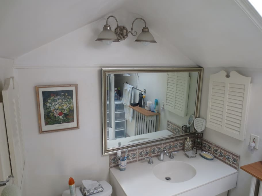3rd Floor Bathroom - For use by Liberty Room Guests