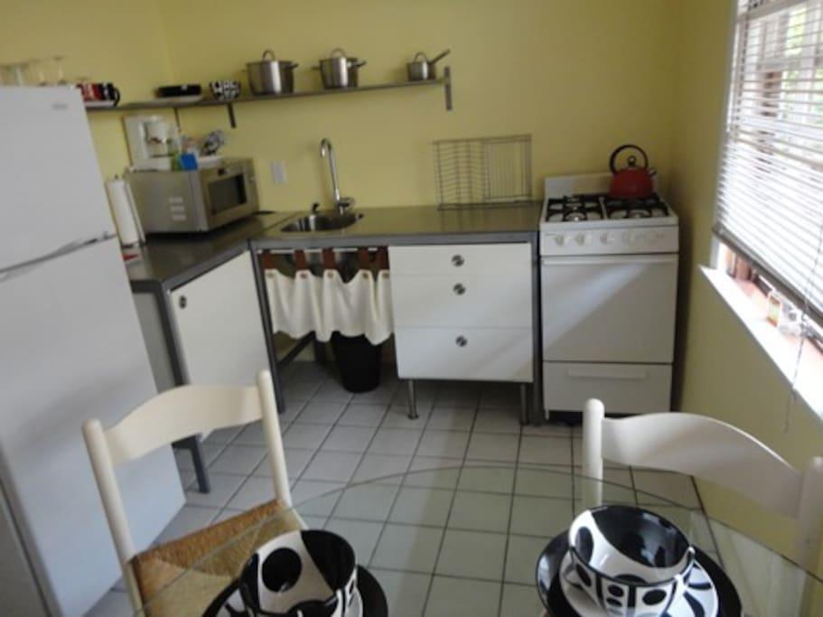Santa monica beach and pier studio apartments for rent for M kitchen santa monica