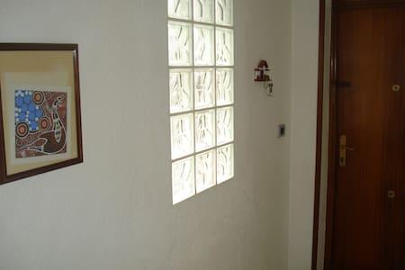 three  private rooms - Condominio