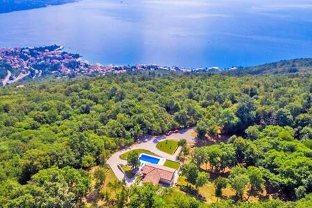 Villa Marron: Secluded villa in large estate. - Opatija