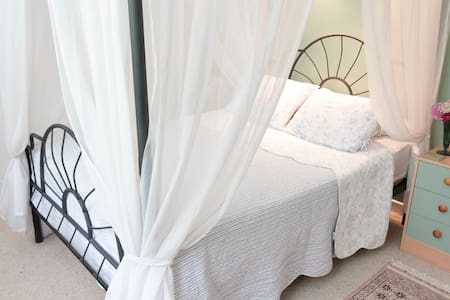 Pretty ensuite double, outdoor pool - Puivert - Bed & Breakfast
