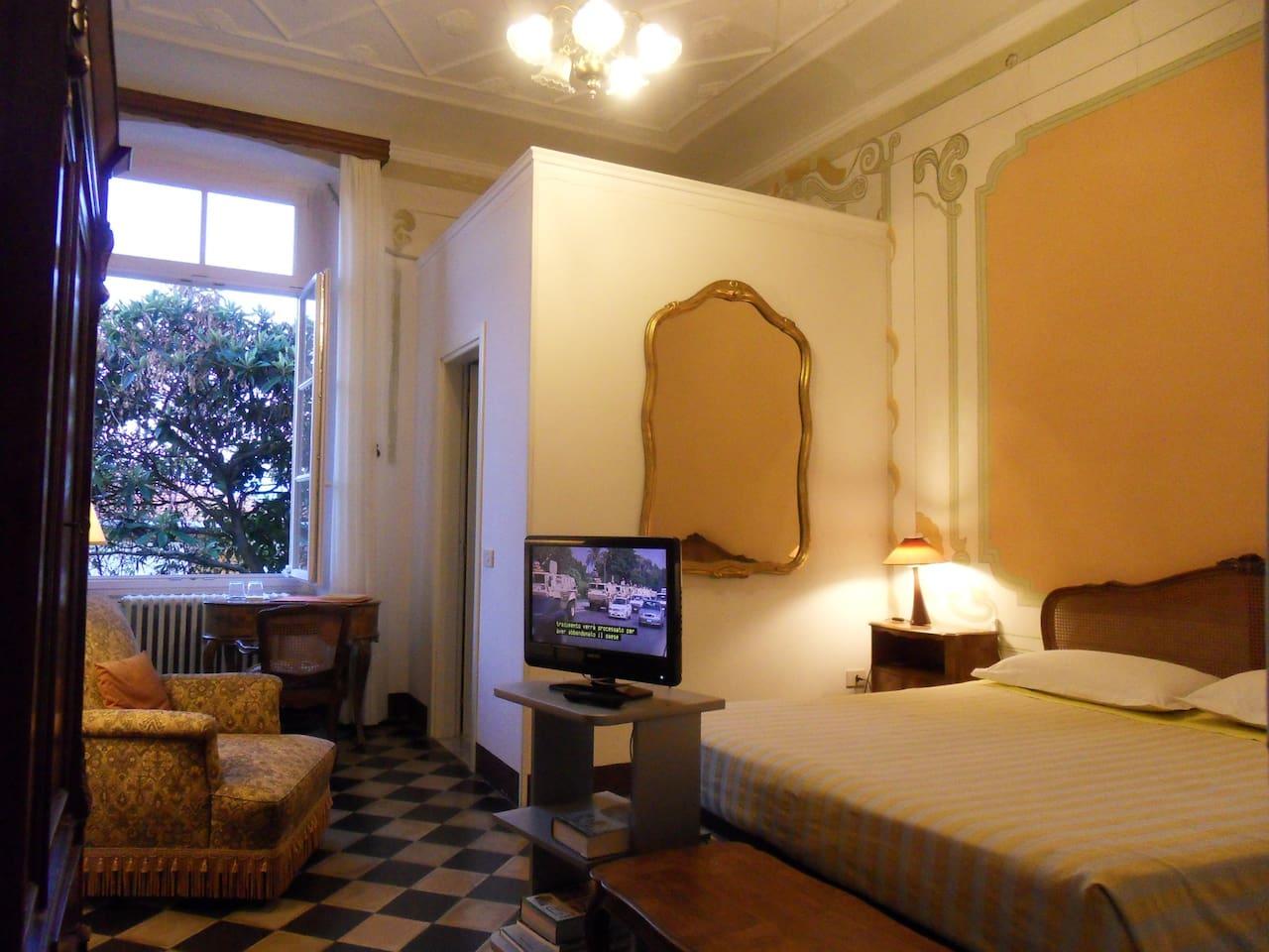 Yellow Room: queen double bed with bathroom ensuite.