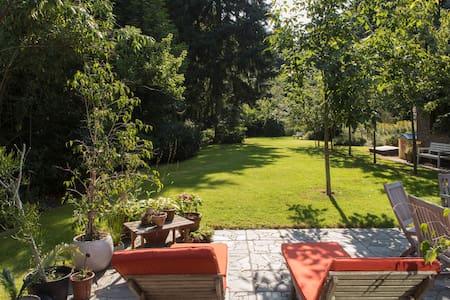 Nice villa with big garden and wood - Vila