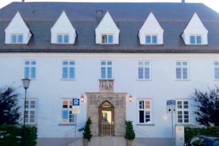 Hochwertige Wohnung im alten Postgebäude Tegernsee - Apartemen