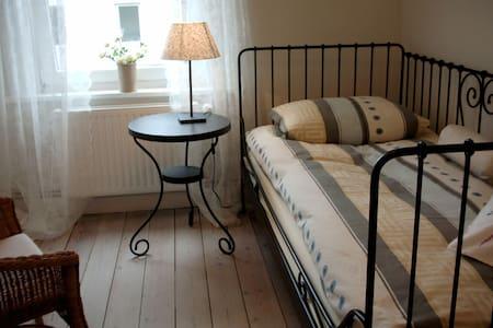 Ruhiges Zimmer Nähe Holstentor - Huis