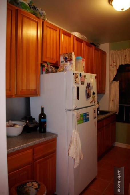 The kitchen, with a fridge, microwave, stove, and oven available for you to use