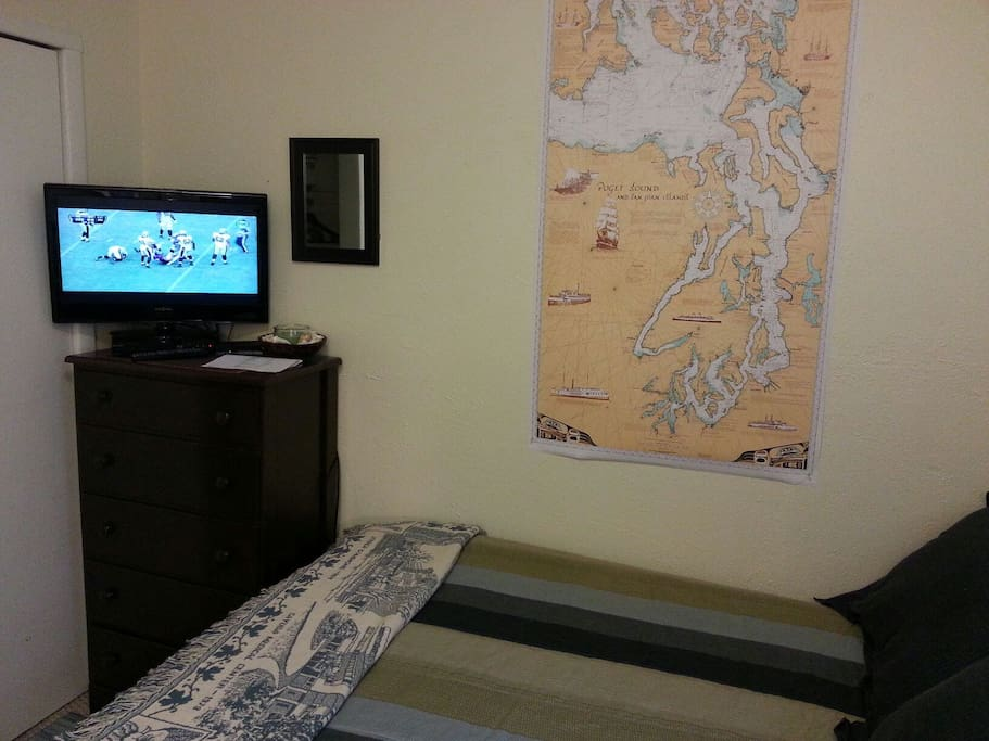 Full size bed can sleep two/ cable TV, BluRay player with Netflix (subscription reqr'd)