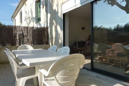 Apartment in Provençal mas - House