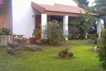 splendida Villa Bifamiliare immersa nel verde - Villa