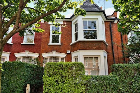 TWO rooms in Victorian House, Islington - London
