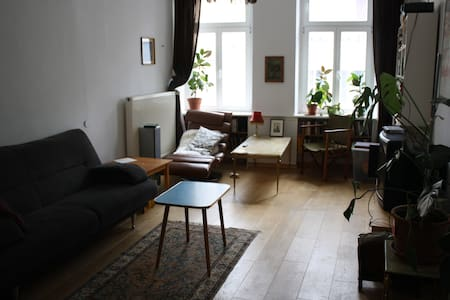 Central spacious historic flat with balcony - Trier - Apartment