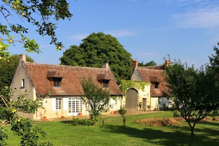 Lovely Cottage between Tours and Amboise - House