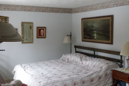 Master Bedroom with King-sized Bed & Private Baths - Nashua - Townhouse
