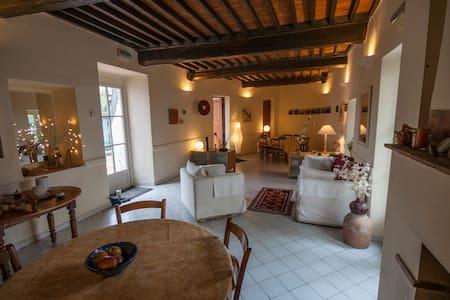 Jolie chambre dans maison cévenole avec piscine - Bréau-et-Salagosse - Bed & Breakfast