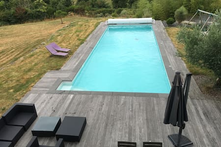 Large contemporary house with swimming pool - Rumah