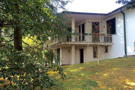 Camere private in villa con parco - Casa