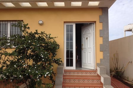 Habitación en Chalet, urbanización privada - Telde - Casa de camp