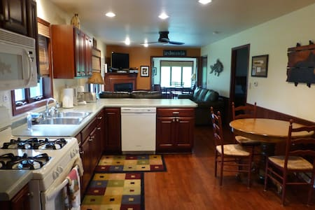 House ON Lake Minocqua, 4 bedrooms, 2 baths - Minocqua