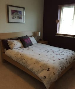 Lovely spacious double room 20min from London! - Saint Albans