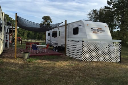 horse farm 14 miles to Jersey shore - Camper/RV