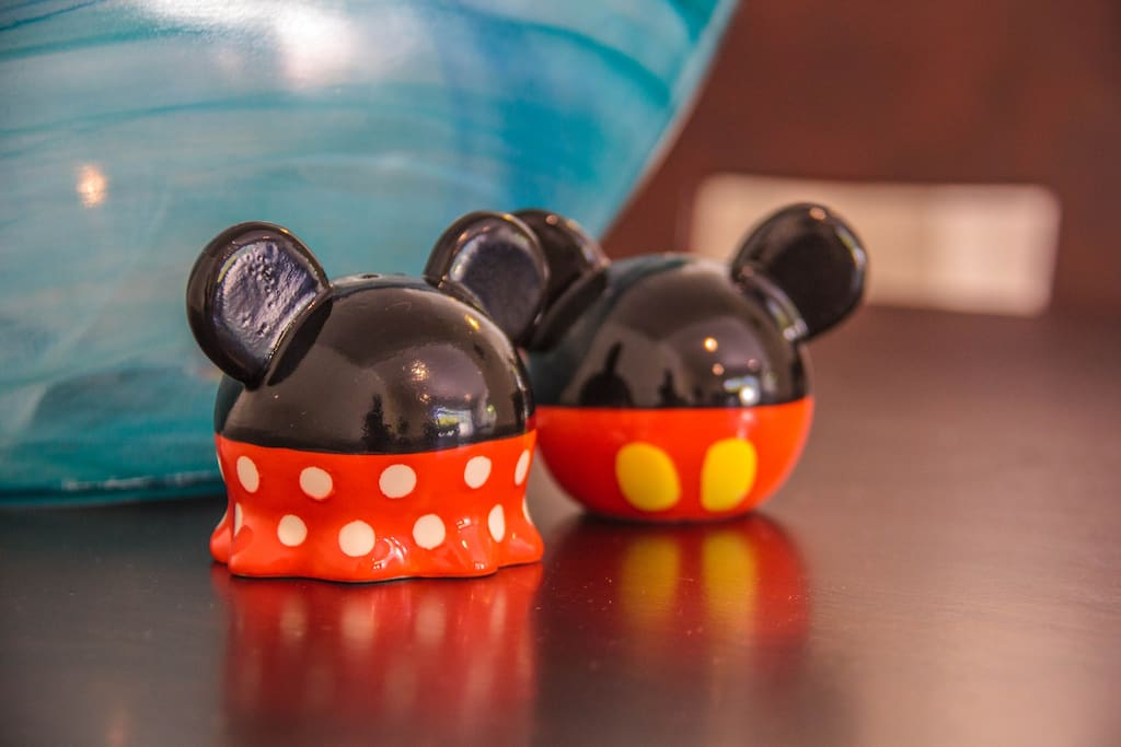 Mickey & Minnie Salt & Pepper Shakers-FUN!