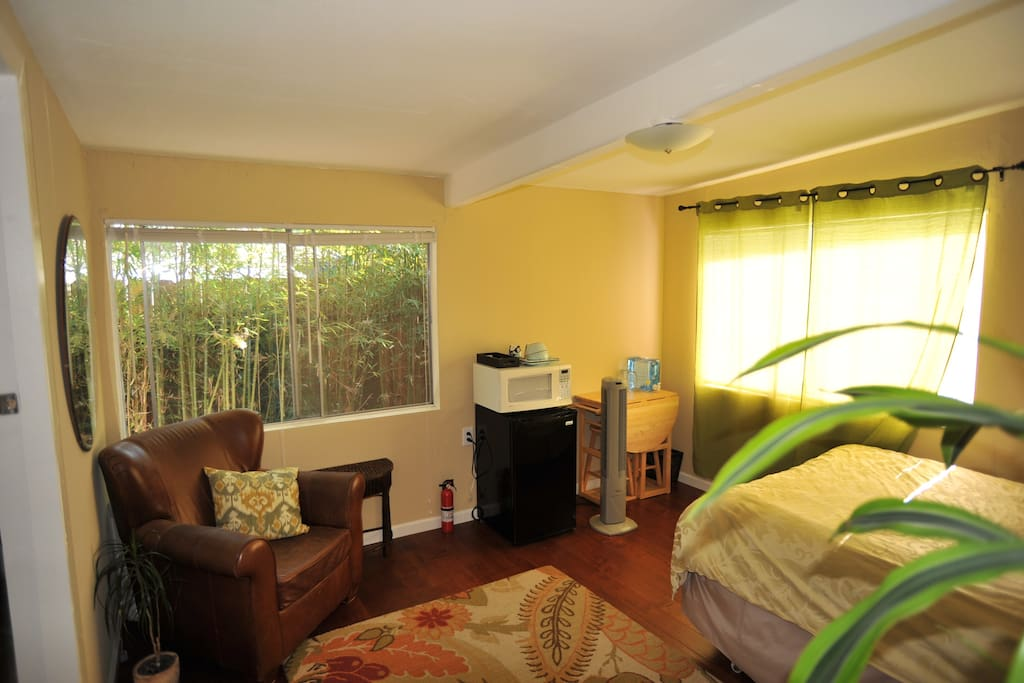 Cozy and  self contained room with private entrance.