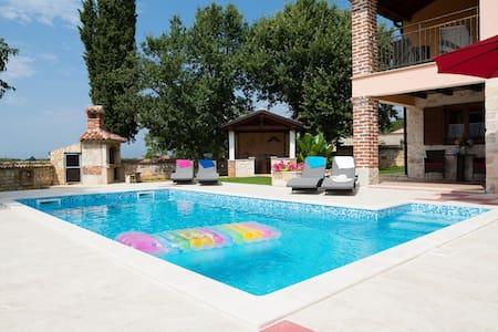 Villa Luna with pool,Dračevac-Poreč - Dračevac